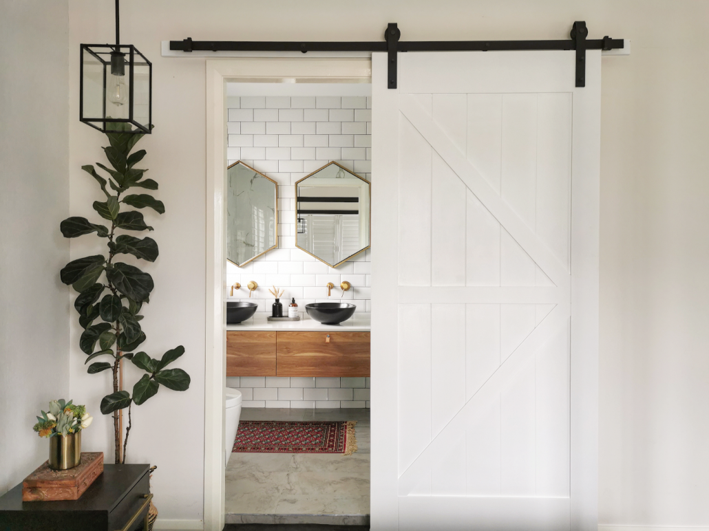 Hazel from @thestylesocistylish sliding Frontier Barn Door